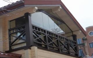 Балкон над гаражом в частном доме
