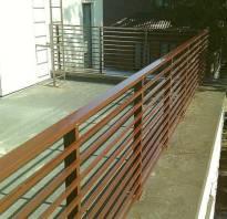 Перила на балконе в частном доме