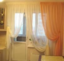 Какие шторы повесить на кухне с балконом